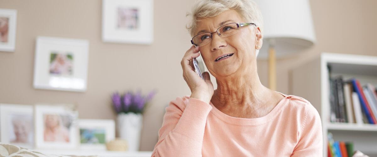 Raus aus der Einsamkeit im Alter: Unterstützung per Telefon