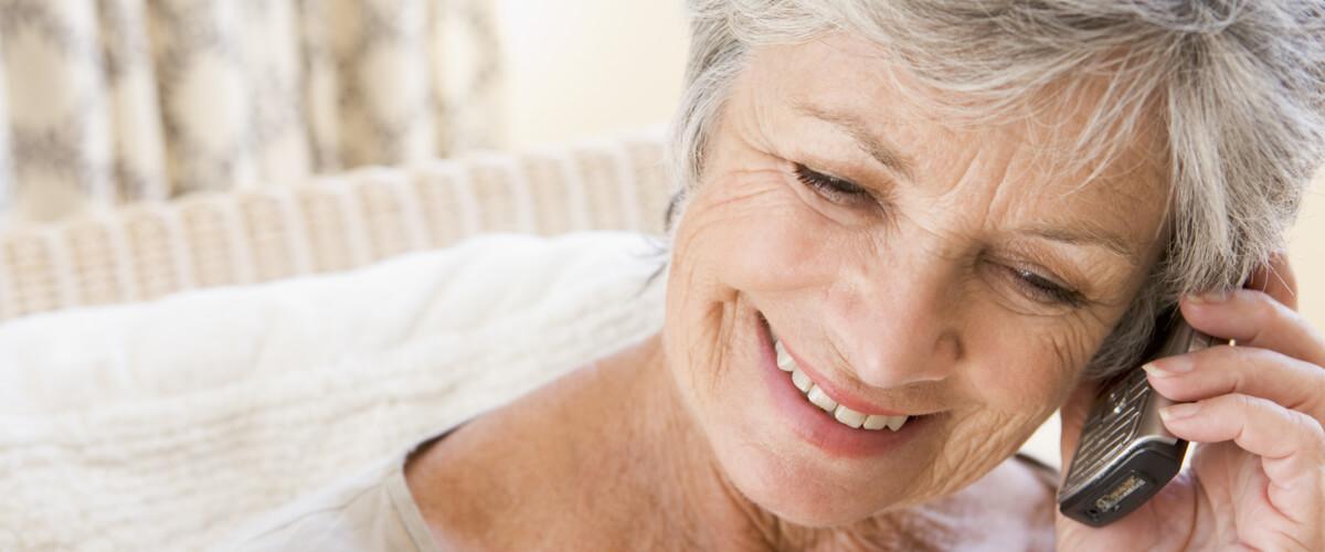 Seniorenhandy: So sorgt es für mehr Sicherheit im Alltag