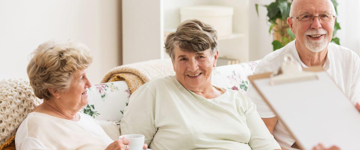 Pflegeheim und Altenheim: Die richtige Einrichtung finden