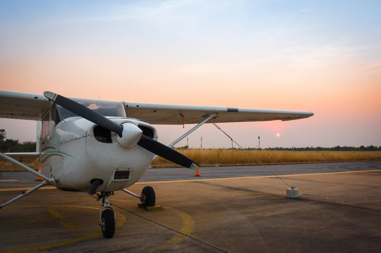 Kleinflugzeug auf Startplatz