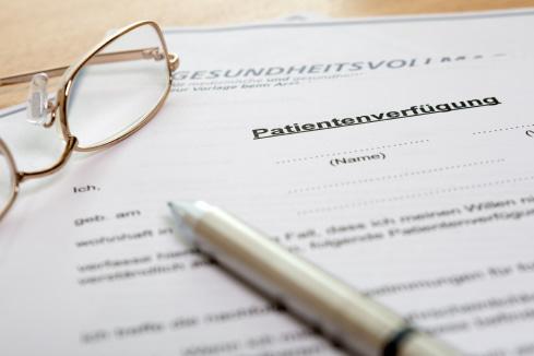Patientenverfügung: Beispielbild eines Dokuments auf einem Schreibtisch