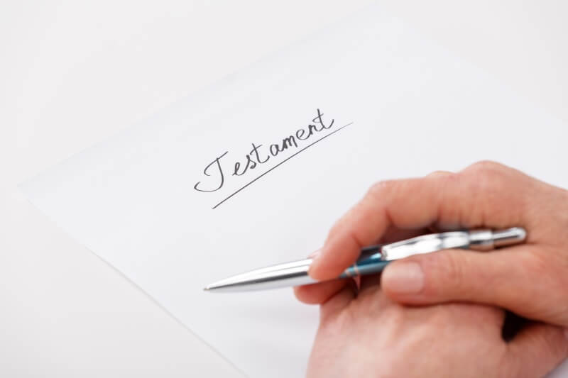 Testamentsvollstreckung: Testamentsvollstrecker eröffnet das handgeschriebene Testament