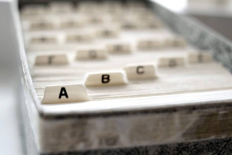 Verzeichnis: Schubkasten mit Buchstabenteilern