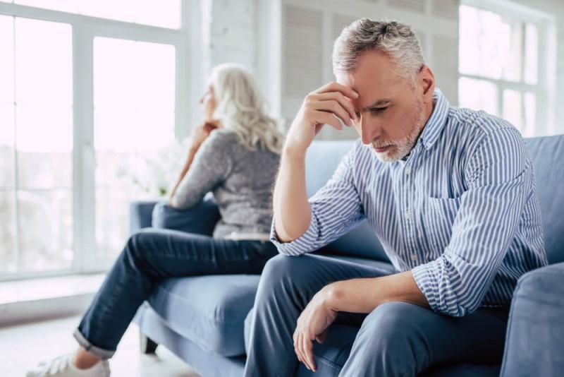 Ehepaar Scheidung wenden sich voneinander ab