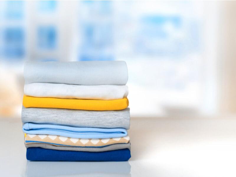 Ein Stapel frischgewaschener Wäsche