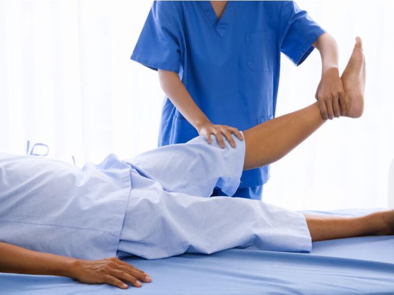 Dekubitusprophylaxe durch Bewegung und Entlastung des Körpers