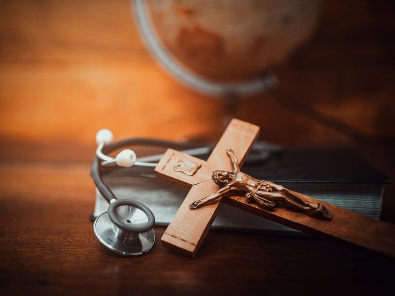 Christliche Symbole mit Stehoskop
